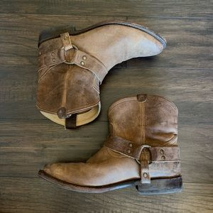 Frye Billy pull on boots with harness